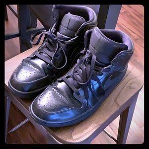 Jordan 1 mid size 12 triple black